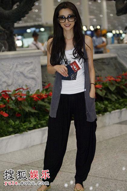 搜狐娱乐在机场偶遇李冰冰