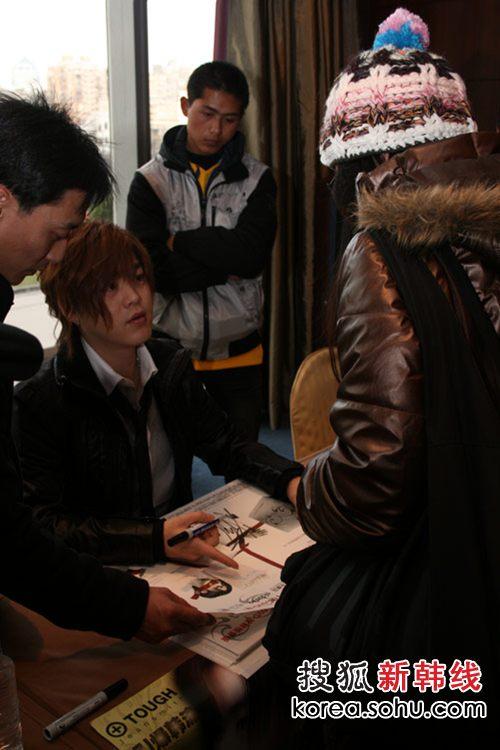 签名会-文熙俊与粉丝